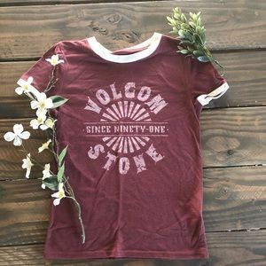 White and burgundy Volcom short T-shirt